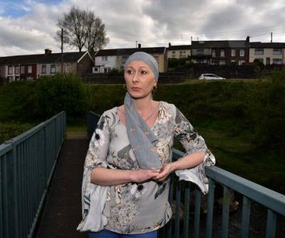A 37-year-old woman whose friends and neighbours paid for her cancer treatment has died