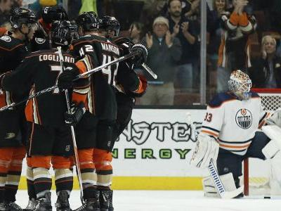 Ducks hold off Oilers as Gibson makes 30 saves in return