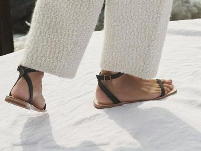 19 Pairs of Flat Strappy Sandals to Wear Every Day Until September