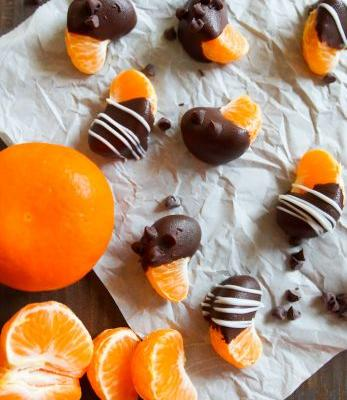 Easy Peasy Chocolate-Covered Clementines Squeezy