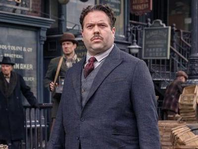 Crimes Of Grindelwald's Dan Fogler Reveals Why It's Tough To Be The Only Muggle In A Magic Movie