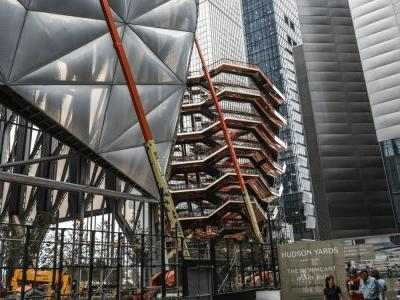 Must Read: Hudson Yards Made a $2 Billion Wager on a New Manhattan Mall, Suits Covered the Runways at Paris Fashion Week