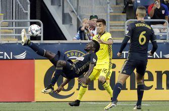 Sapong scores 10th goal, Union beats 9-man Crew 3-0