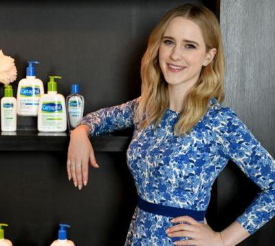 "Rachel Brosnahan Spills Her Beauty Routine & Responds To That ""Women Aren't Funny"" Trope"