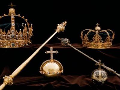 Thieves stole Sweden's priceless crown jewels in a brazen daytime heist that ended in a speedboat escape