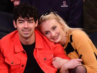 Joe Jonas and Fiancée Sophie Turner Share a Smooch While Courtside at Knicks Game