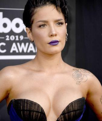 Halsey's 2019 Billboard Music Awards Look Includes A Brand New Short Haircut