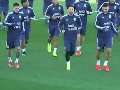 Messi trains with Argentina for the first time since World Cup