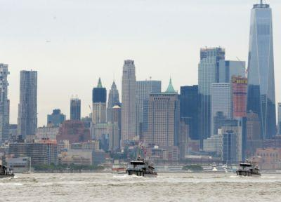 Navy parachutist dies during demonstration over Hudson River