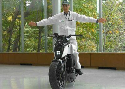 Honda Self Balancing Motorbike With Self Driving Features Unveiled At CES 2016