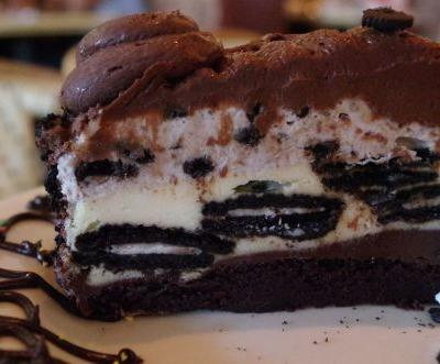 The Cheesecake Factory to give away 40,000 slices of cheesecake Wednesday