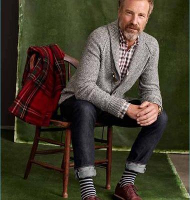Rainer Andreesen & Elaine Irwin Celebrate the Holidays with Simons