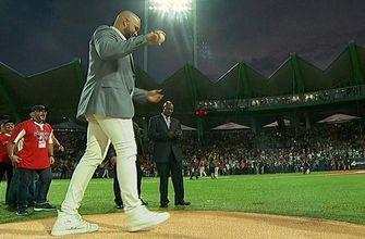 Carlos Beltran throws out the first pitch in Puerto Rico