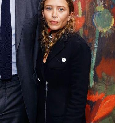 Mary-Kate Olsen Wore a Throwback Sneaker Trend on the Red Carpet