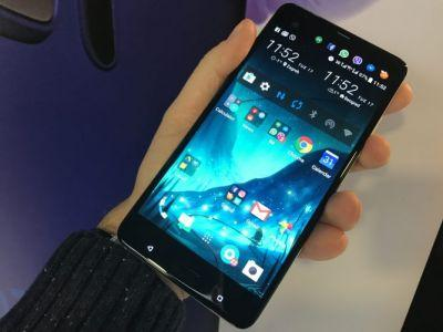 HTC U Ultra & Play Bring AI and Audio: Hands On