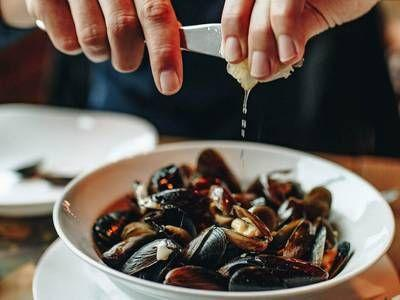 Mussels test positive for opioids and chemo drugs