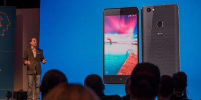 Hands on with the ZTE 'Hawkeye' and Blade V8 Pro