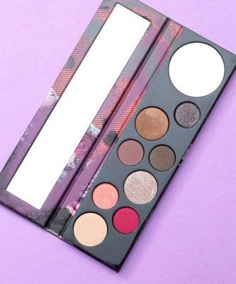 The MAC Girls Risk Taker Palette