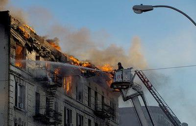 Flame-engulfed apt building in Manhattan may collapse at any moment