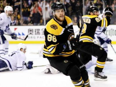 WATCH: David Pastrnak nets hat trick and 100th career goal in Bruins win