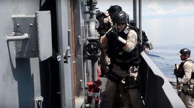 Navies of US & Philippines conduct joint patrol