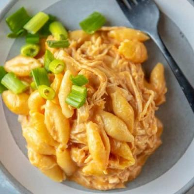 Slow Cooker Buffalo Mac and Cheese