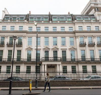 A Hong Kong property tycoon is in contract to buy a $262 million mansion in London. The deal stands to shatter the UK's real-estate record