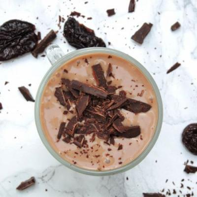 Healthy, creamy, chocolate smoothie