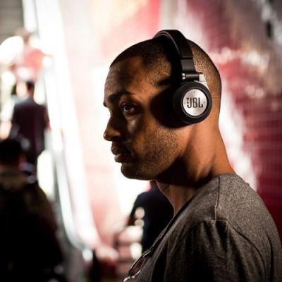 Rock out with $25 off a pair of JBL Synchros E40BT over-ear headphones