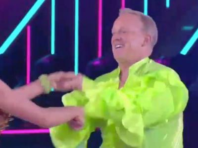 Sean Spicer danced the salsa to the Spice Girls in his 'Dancing With the Stars' debut