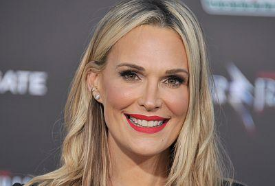 Molly Sims Reveals The 2 Second Trick She Calls Her Best Anti-Aging Tip