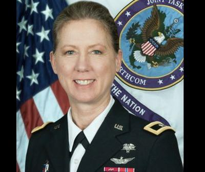 1st woman to take command of a US Army infantry division