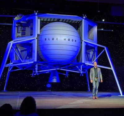 Jeff Bezos just unveiled a giant lunar lander that he says is 'going to the moon'