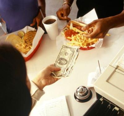 7 Out of 10 Americans Want a Higher Minimum Wage, Even If It Means Higher Menu Prices
