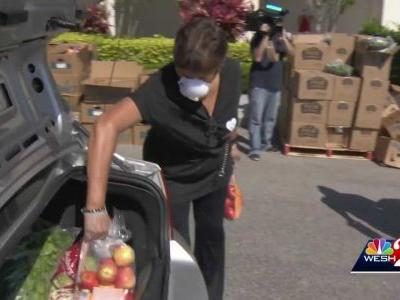 Orlando community works to distribute food to those in need
