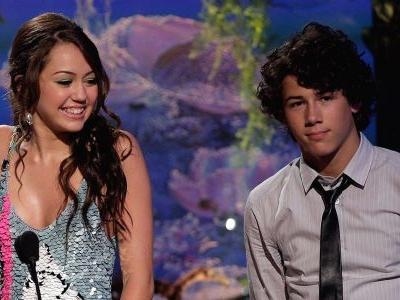 From Exes to Friends! Nick Jonas DMs Miley Cyrus to Compliment Her Recent 'Throwback' Posts