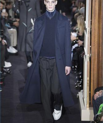 Valentino Goes Minimal for Fall '18