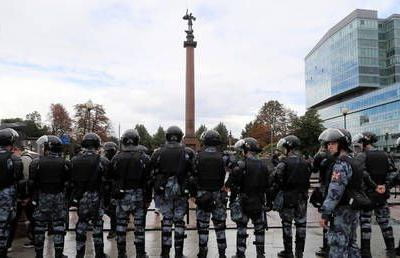 Fourth weekend of protests against city authorities in Moscow, opposition figure detained