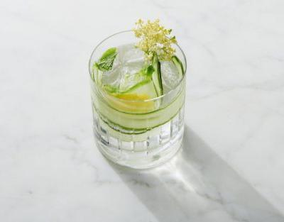 Shake it Up: Elderflower & Cucumber Cocktail
