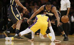 Lakers' D'Angelo Russell slips, mildly sprains knee ligament