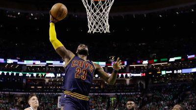 Cavaliers reach third straight Finals behind James' record night
