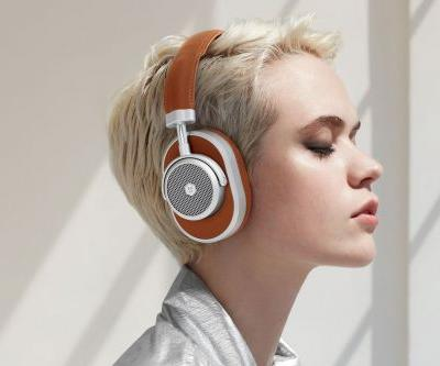 Master & Dynamic's first noise-canceling headphones are the featherlight MW65s