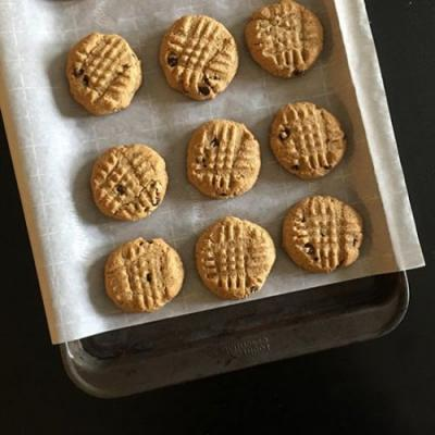Low Carb Peanut Butter Chocolate Chip Cookie