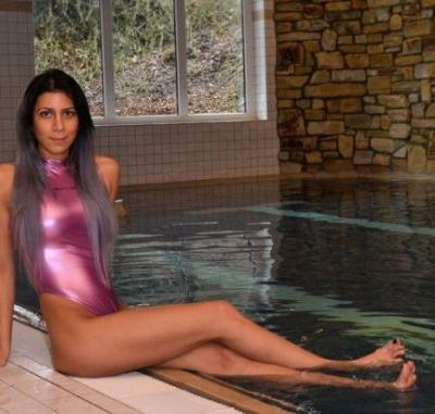 Kateslips: Here my friend in holiday club pool now we chill!