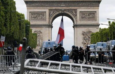 Barricades & tear gas: 150+ arrested in clashes with police amid Bastille Day celebrations