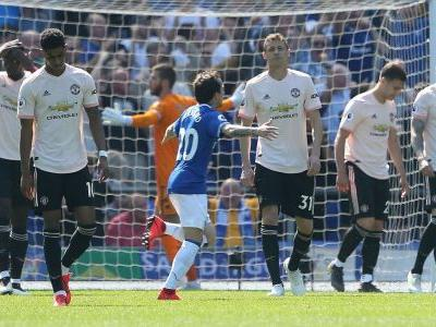 Man United suffer crushing loss at Everton to damage Champions League hopes