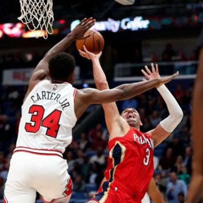 Davis' big night helps Pelicans end 6-game skid, beat Bulls