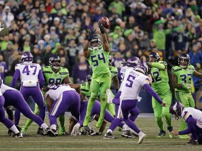 Refs criticized on Twitter for Monday night's decision on blocked field goal by Seahawks