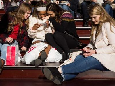 Increasing social media use tied to rise in teens' depressive symptoms, study shows