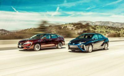 La La Land: Honda Clarity and Toyota Mirai Fuel-Cell Cars Compared!